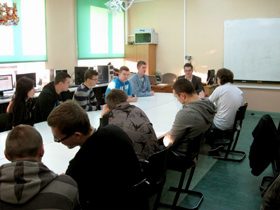 Tomasz Ziajka, MD Nettom, conducts workshops for Year 10 students at the IT School.